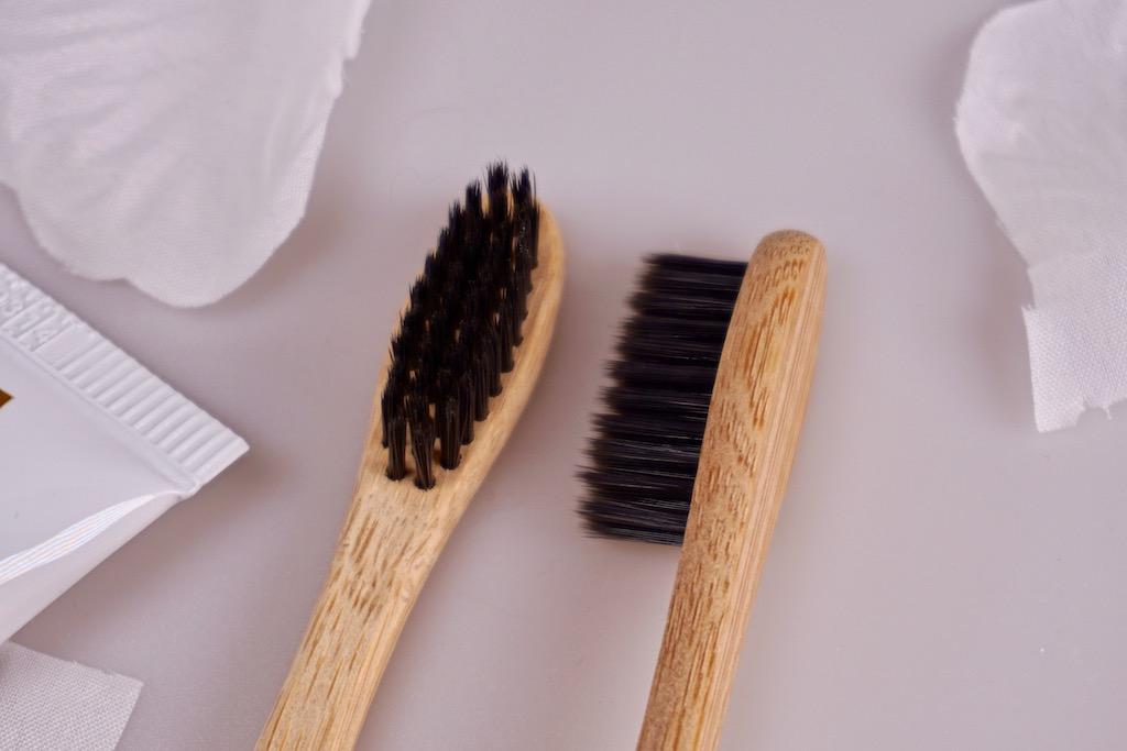 Charcoal poeder voor natuurlijk tanden bleken thuis