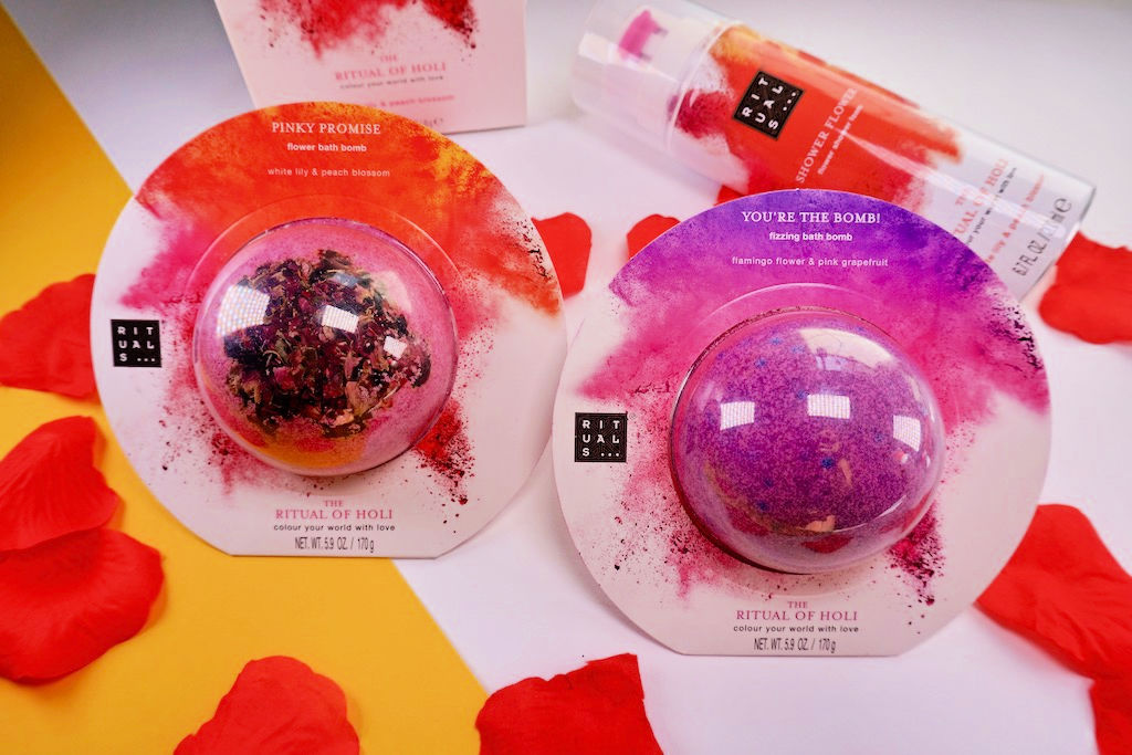 Rituals The Ritual Of Holi Pinky Promise Flower Bath Bomb en You're The Bomb! Fizzing Bath Bomb