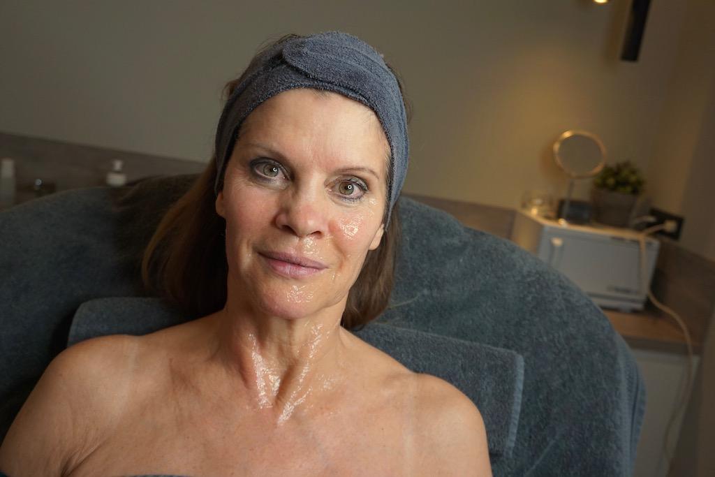Venus Legacy behandeling bij Schoonheidssalon Attirance - Helft rechts