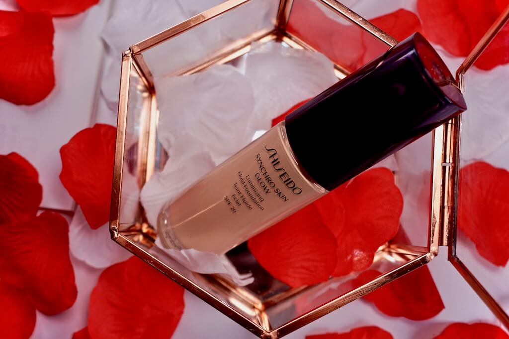 Shiseido Synchro Skin Glow Luminizing Fluid Foundation Review