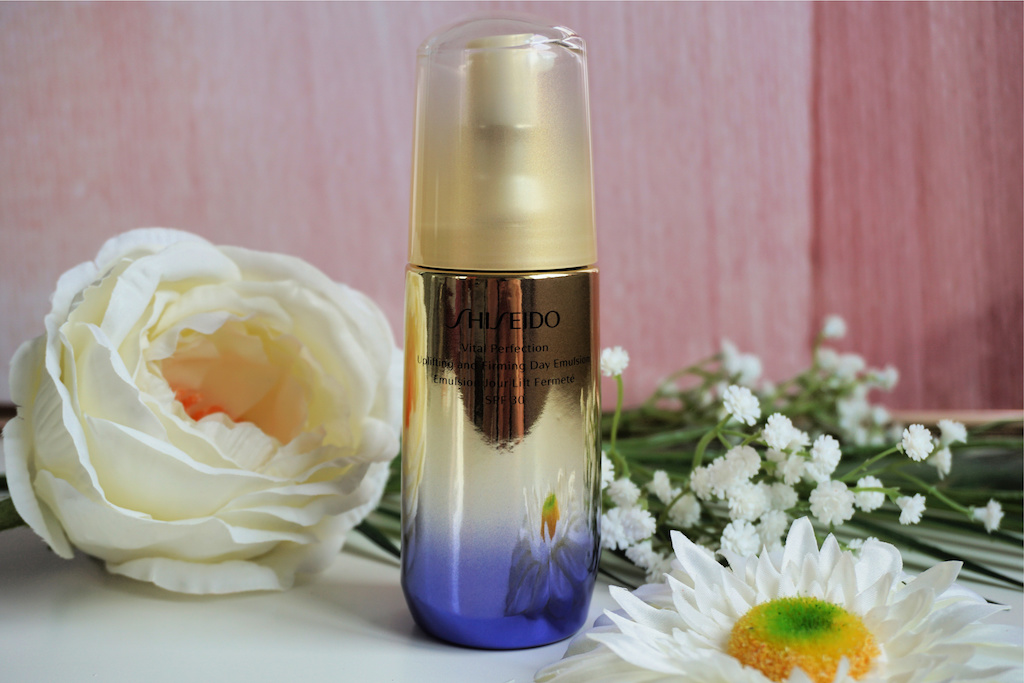 Shiseido Vital Perfection Uplifting and Firming Day Emulsion Dagcrème